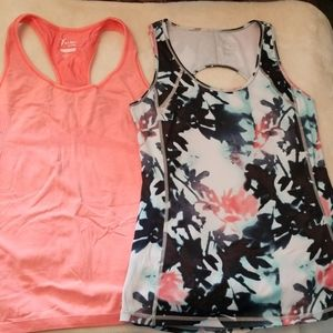 Old Navy Active workout tops sz M (lot of 2)